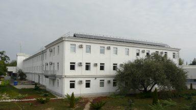 C Épület, délnyugati homlokzat sarok